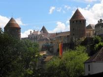 SEMUR-EN-AUXOIS: dawne wieże zamkowe od zach. / former castle towers seen from the west